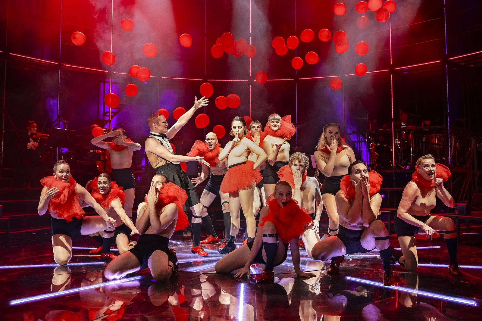 Teatteriarvio: Cabaret-musikaali Turun kaupunginteatterissa