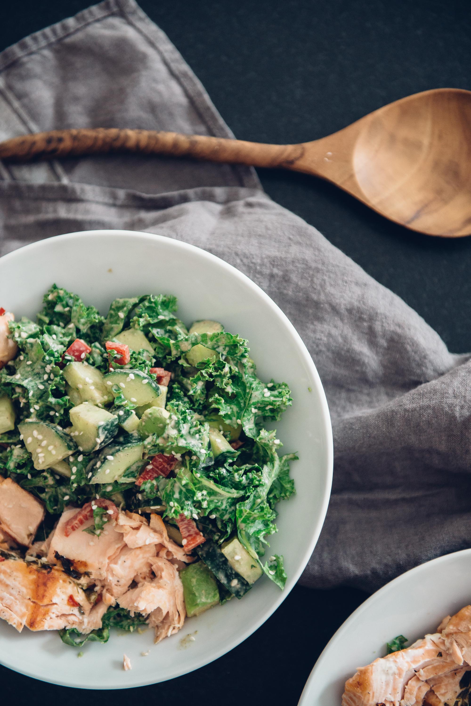 Seesaminen ja raikas kastike salaatille