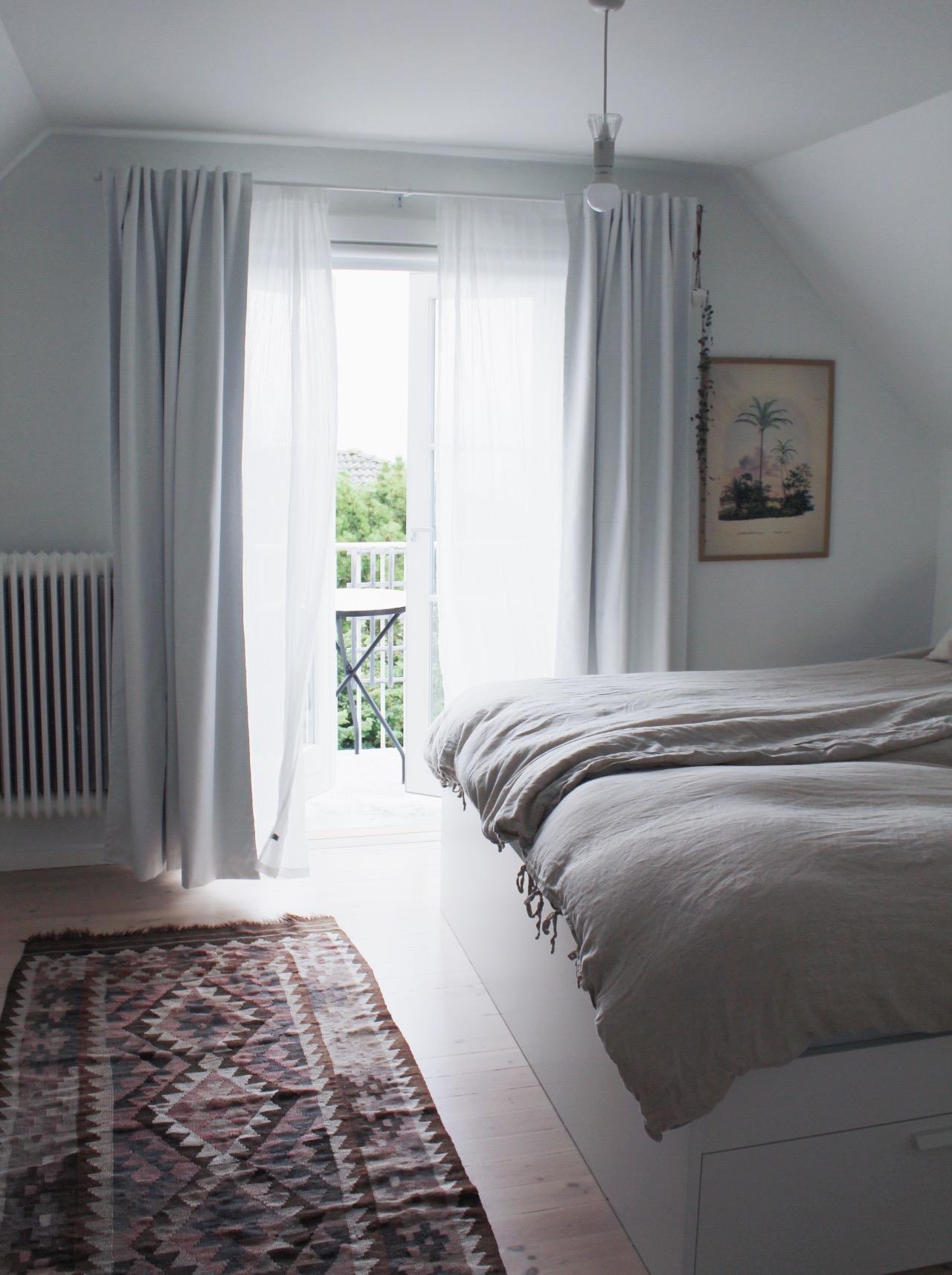 Merellisen makuuhuoneen uudet verhot ja uusi look