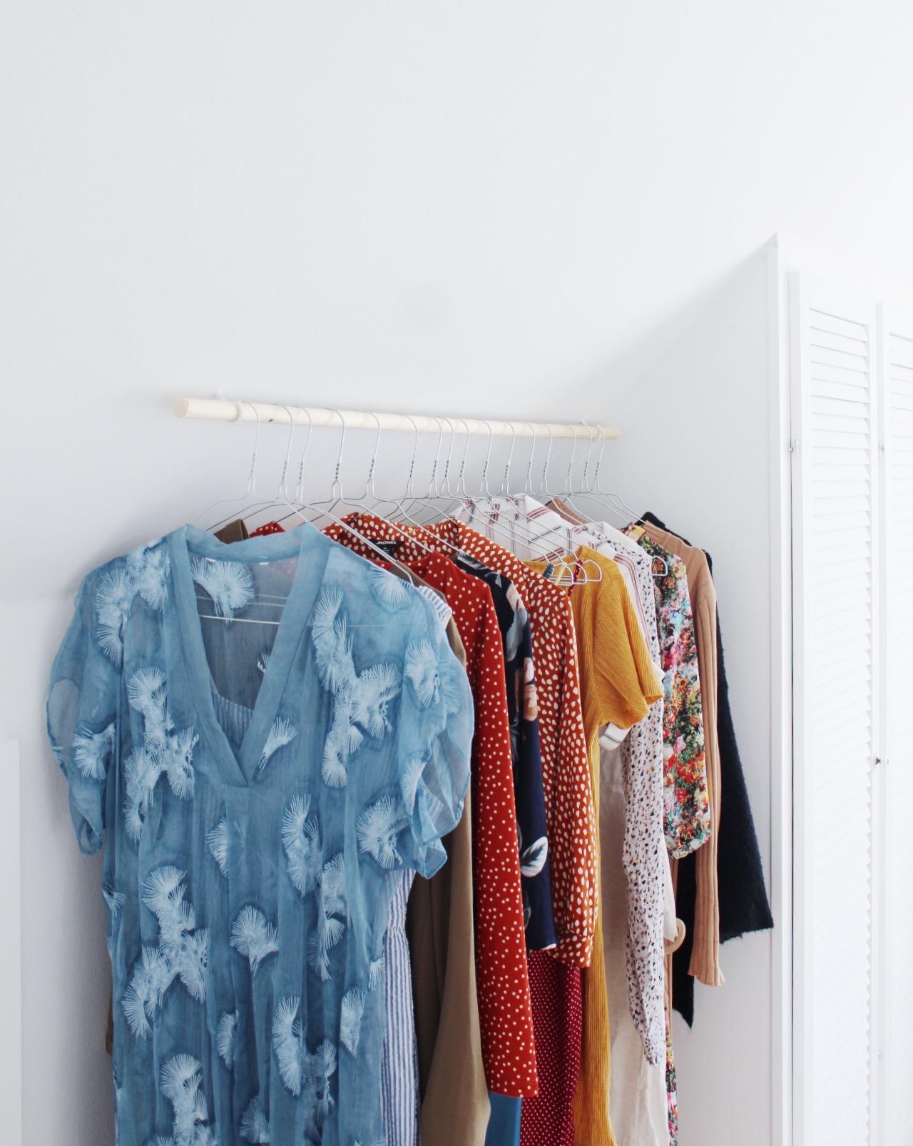 Vihdoin vipinää makuuhuoneessa: DIY-vaaterekki