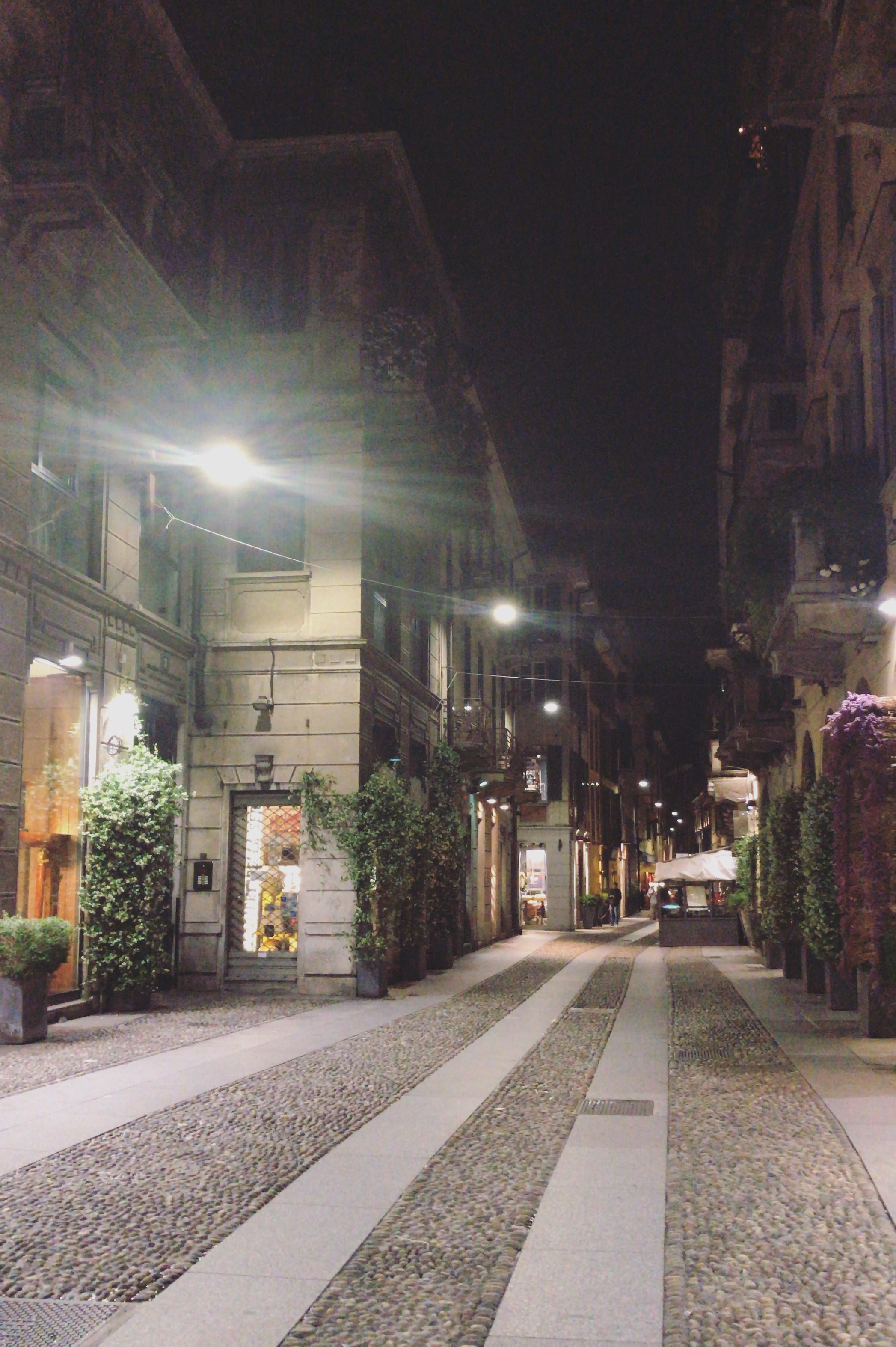 Illallinen yhdelle Italiassa