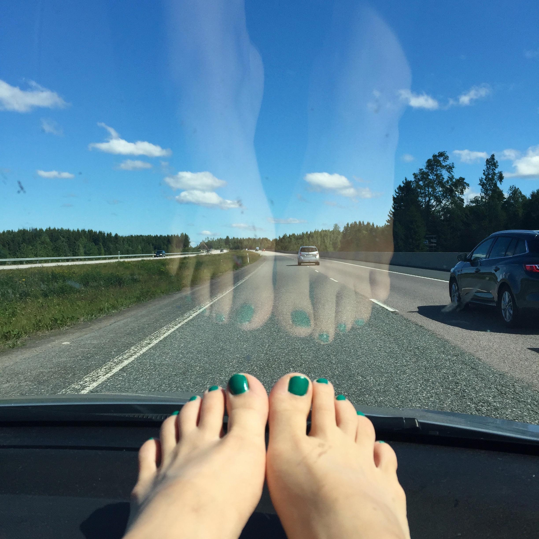 road trip_toes_blue sky