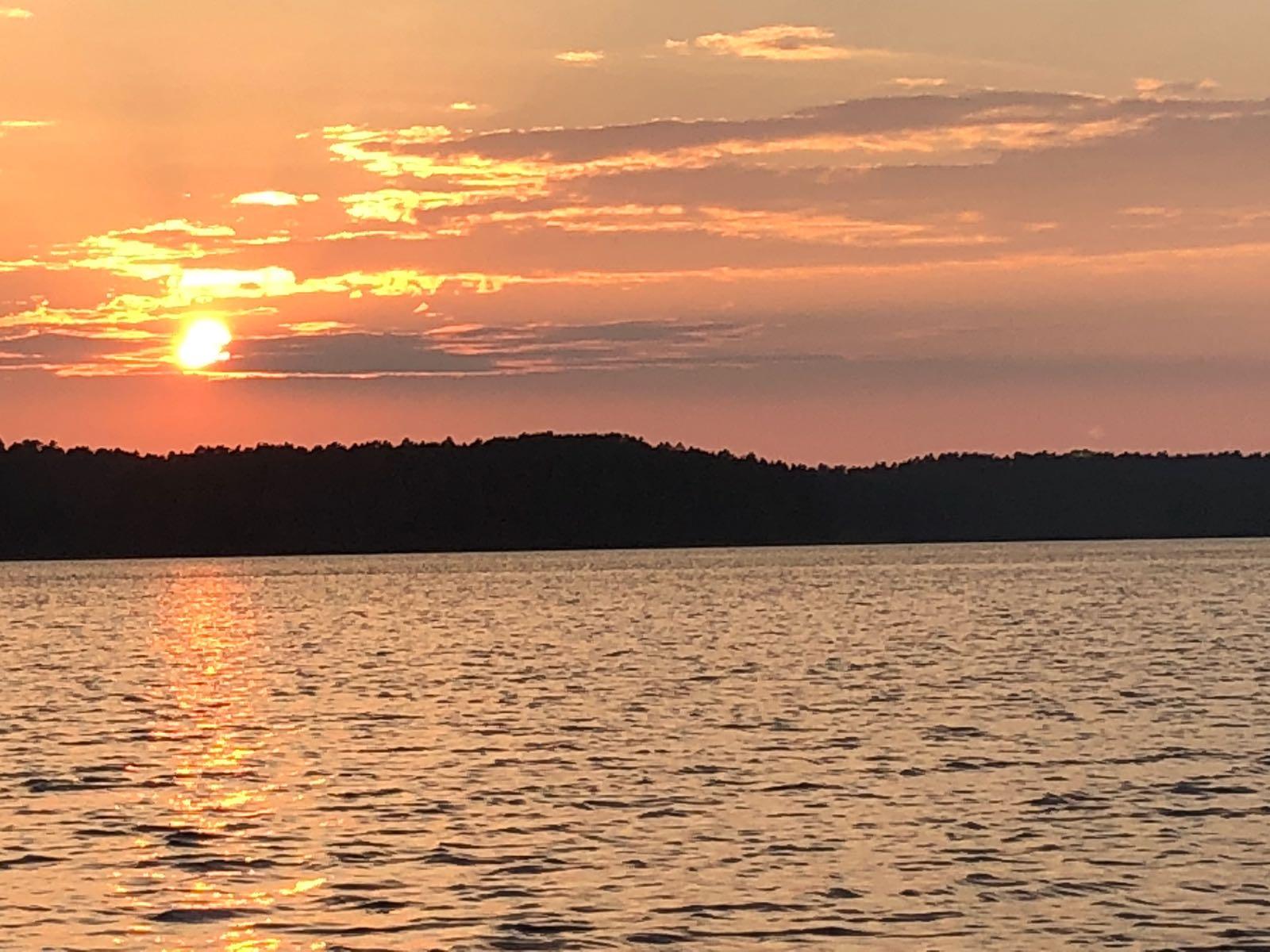auringonlasku_järvi_elokuu