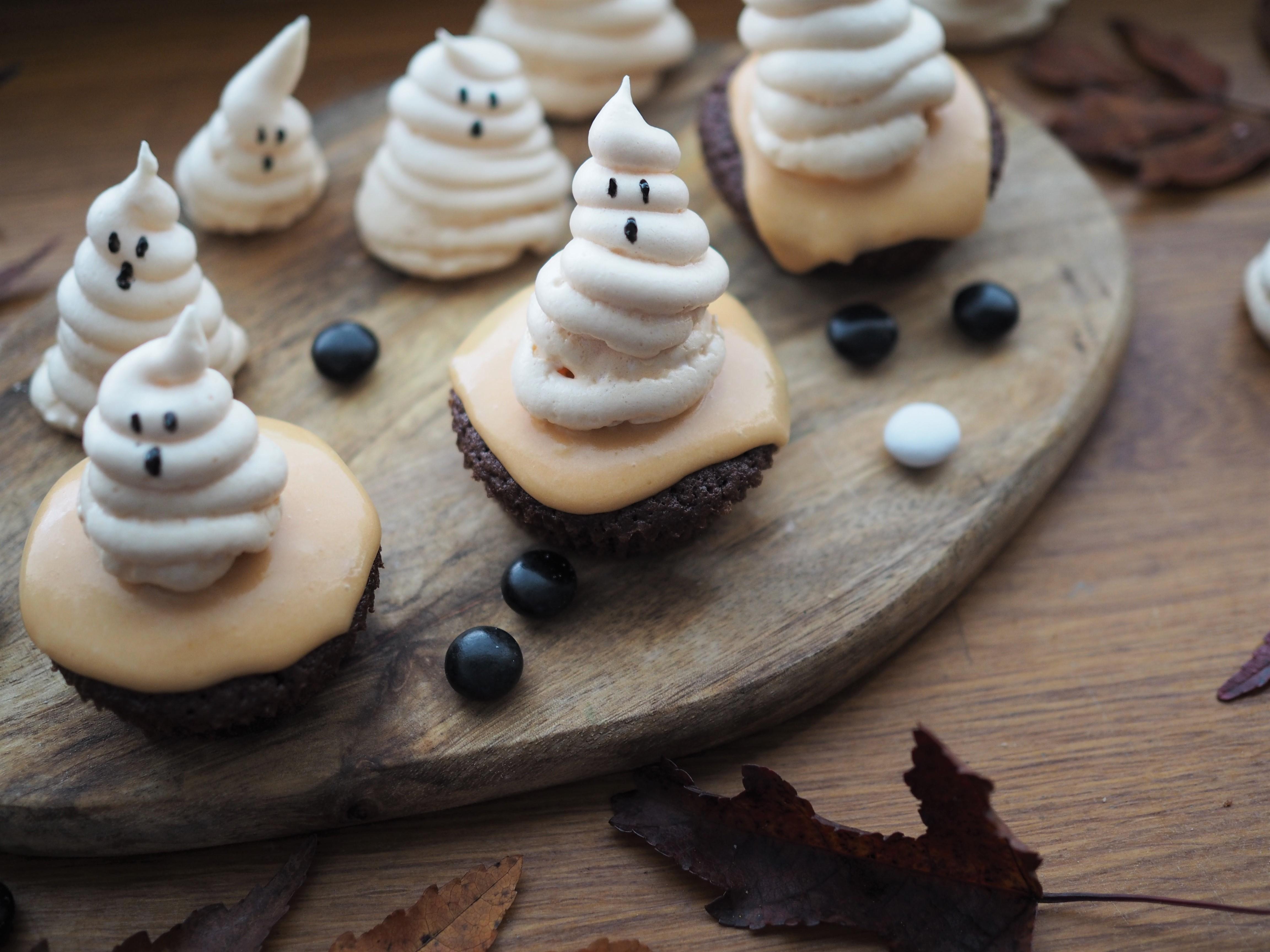 Halloween herkkuja – kummitus-kuppikakut