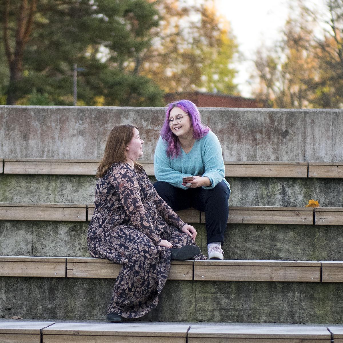 Suhteellista podcast – Toimiiko ystävyys 12 vuoden ikäerolla?