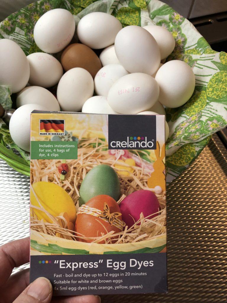 Pääsiäispuuhia: munien värjäys