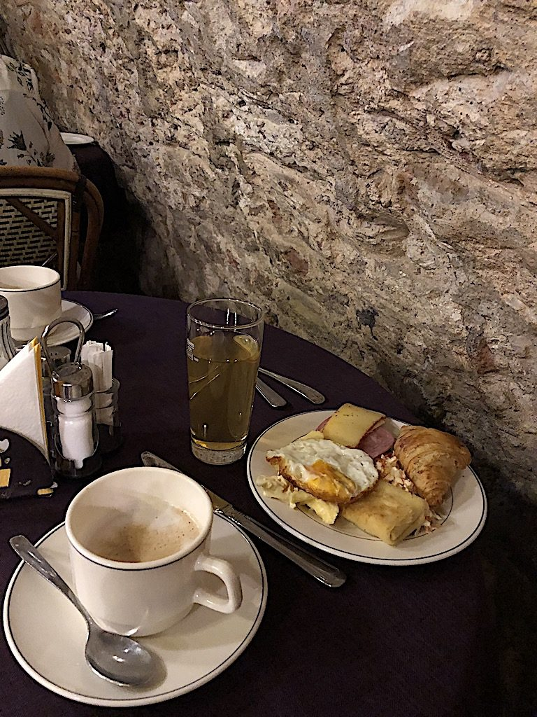 Napa rutisten Riiassa eli pari ravintolaa ja leivonnaisia