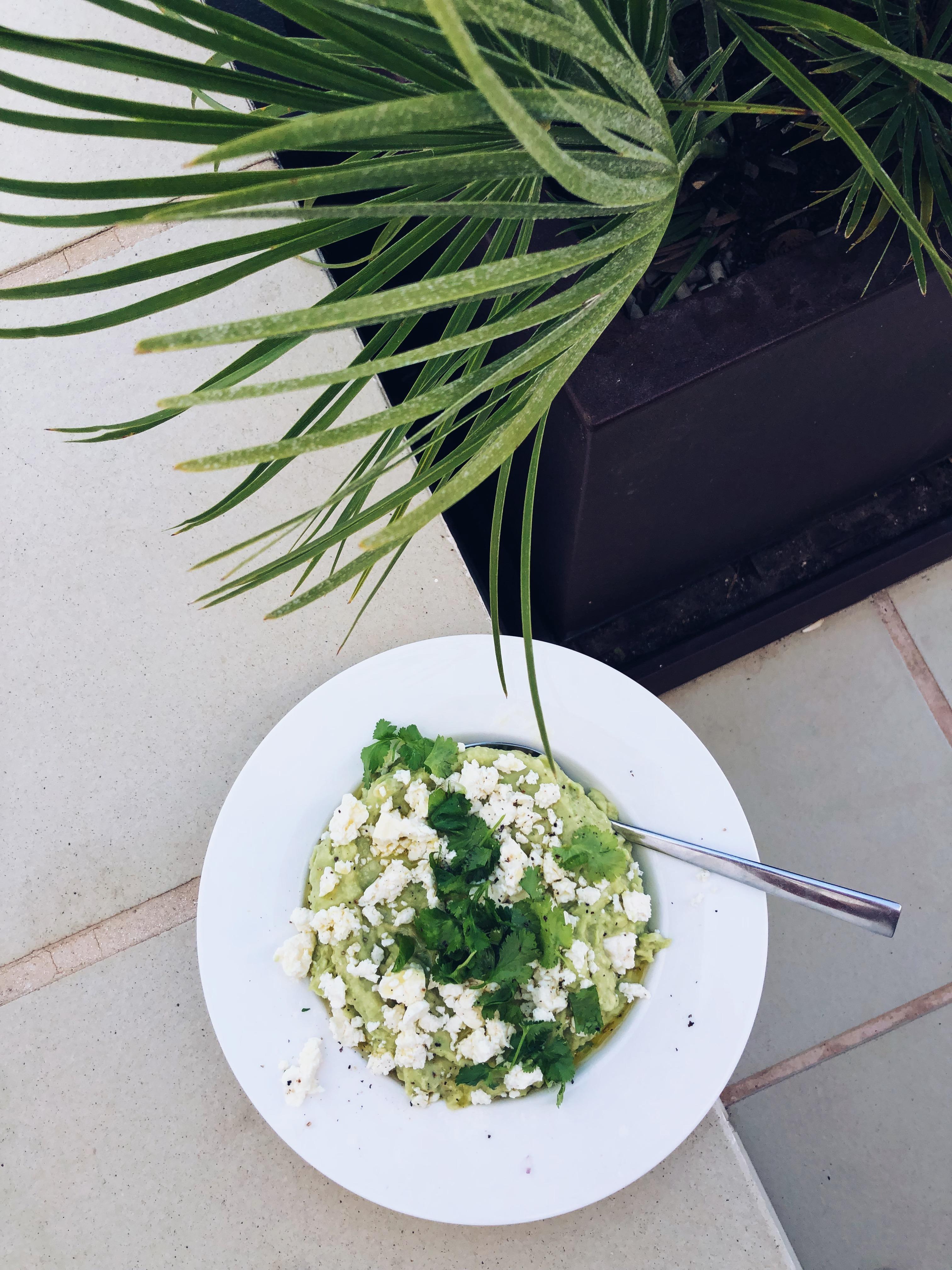 guacamole aamiaispöytään
