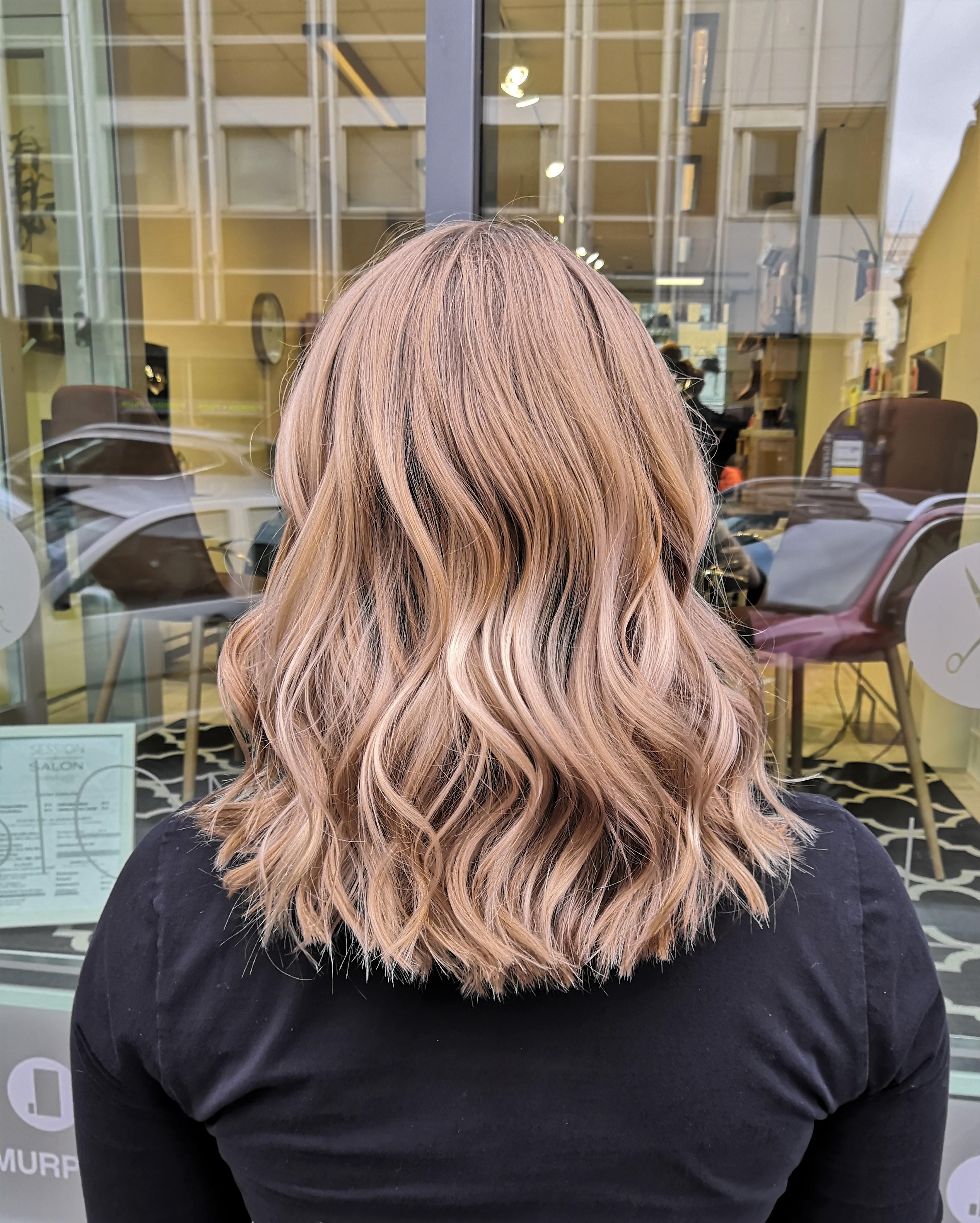Vaaleat hiukset saavat tummentua syksyksi