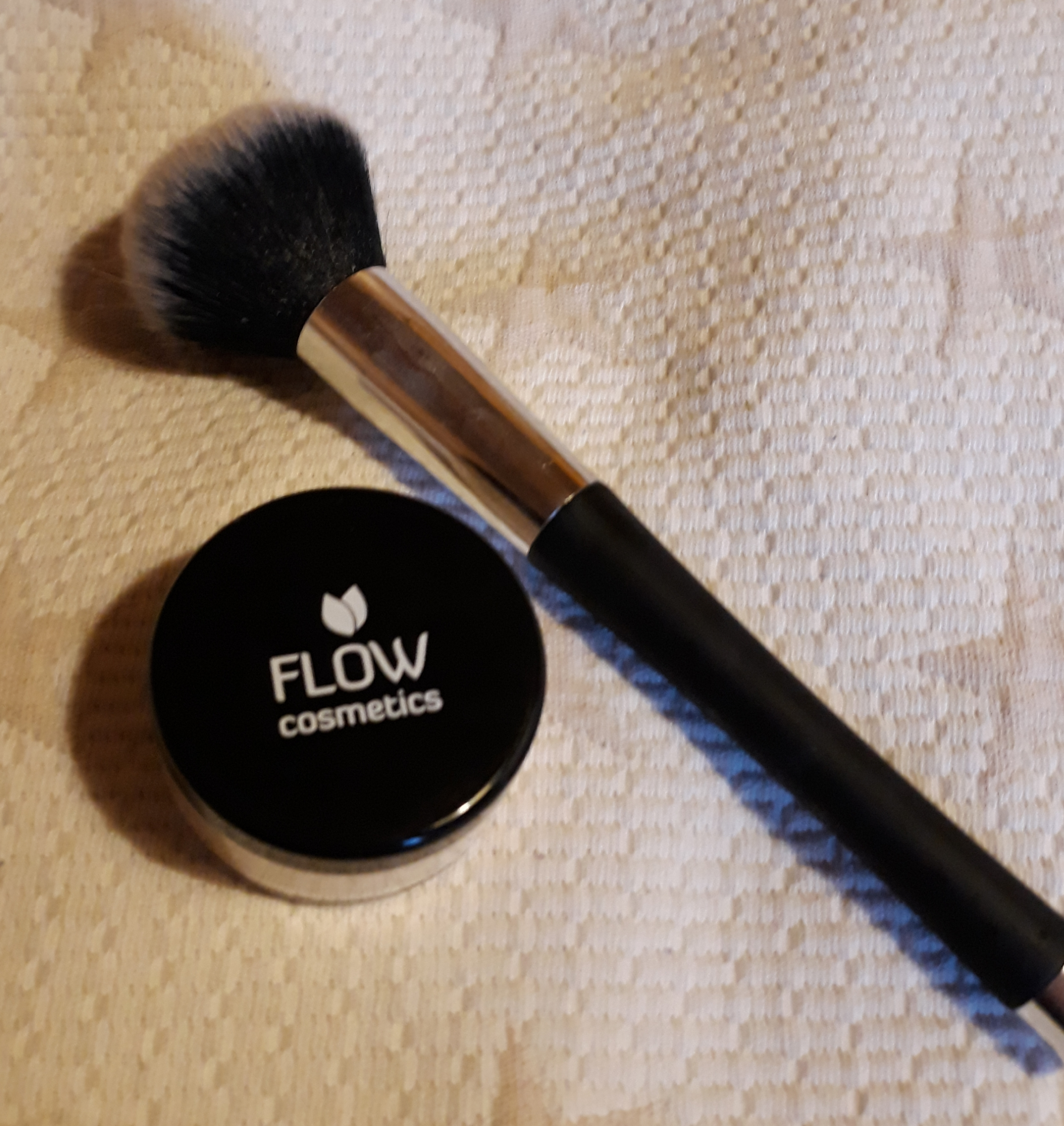 FLOW meikkipuuteri
