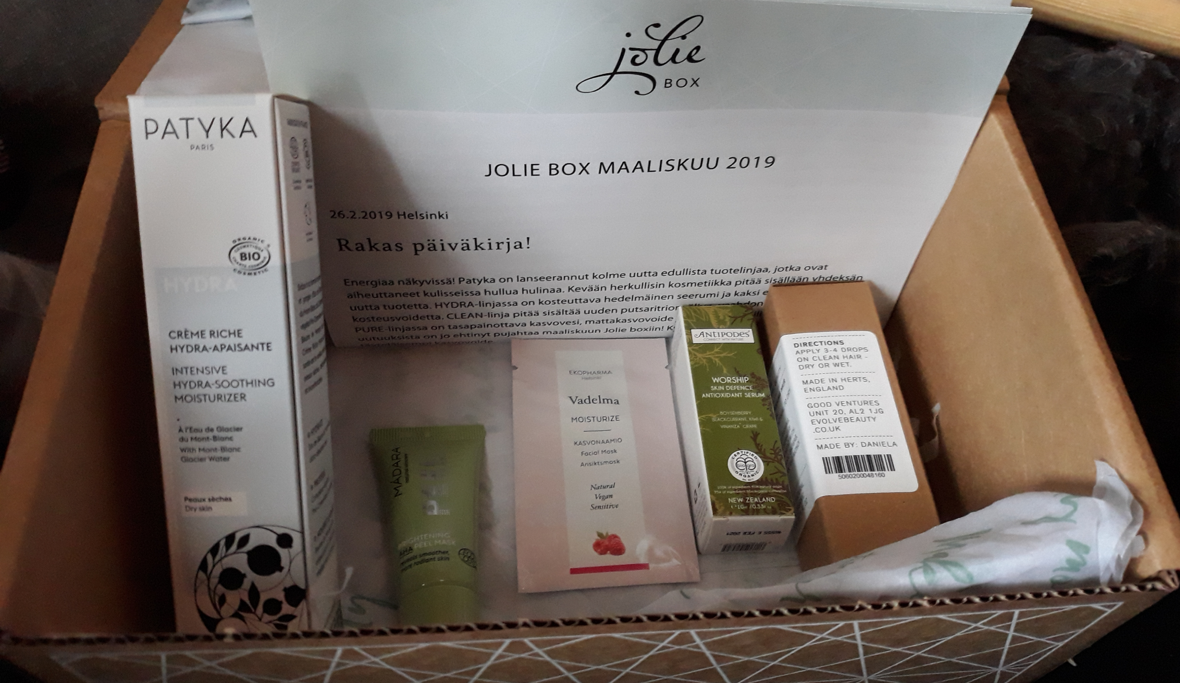 Pikku kurkistus maaliskuun Jolie box