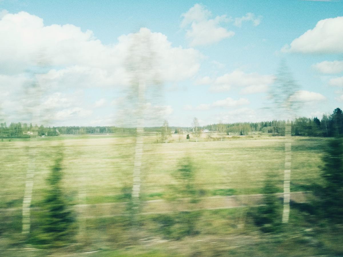 maisema junan ikkunasta