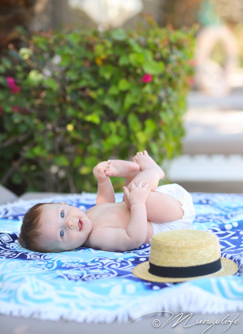 Vauvan aurinkoloman tärkein varuste – pehmeä kuiva vaippa