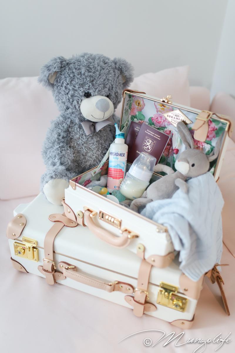 Vauvan hoitoa reissussa