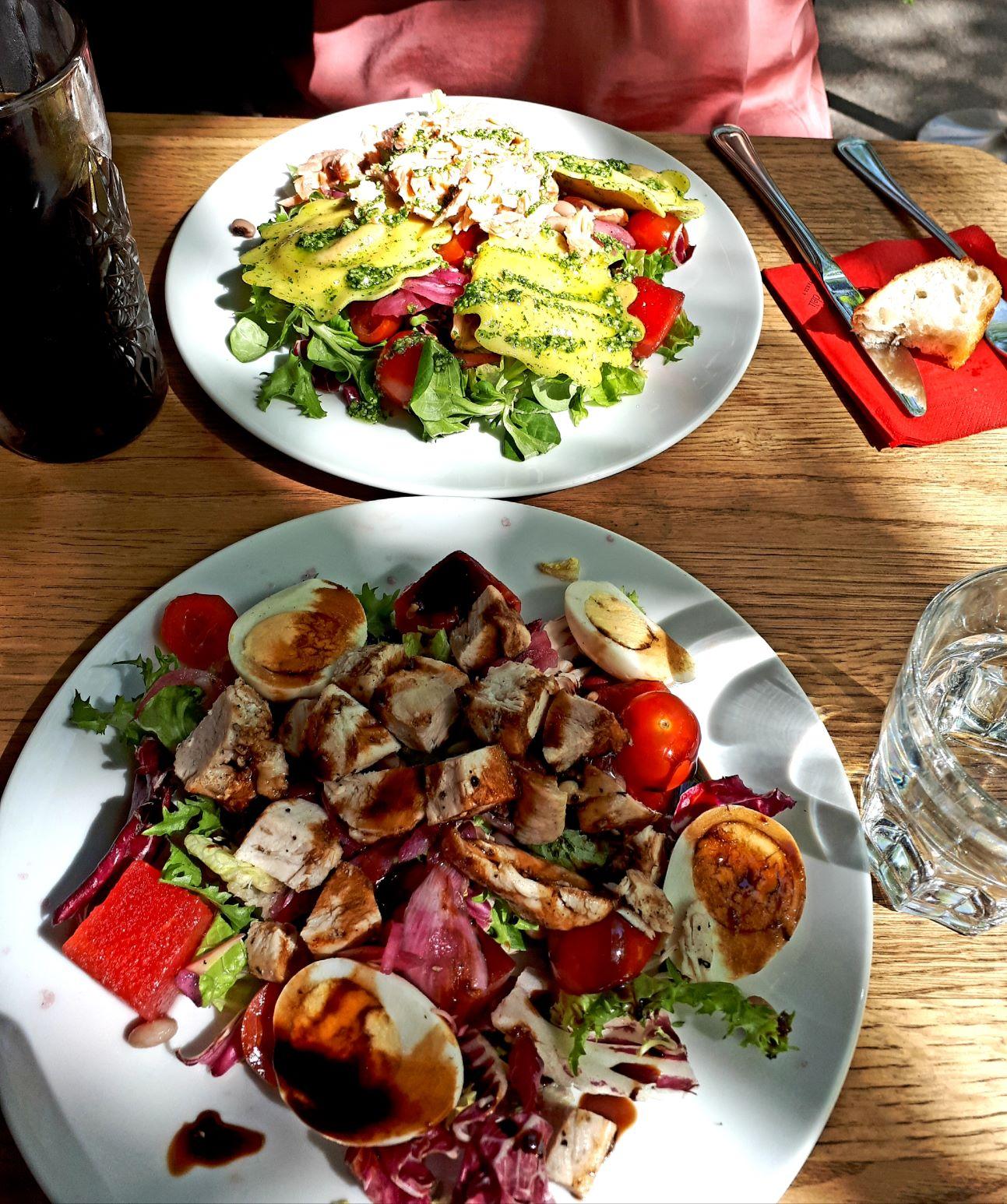 Helsingin parhaat salaatit ja lounas terassilla