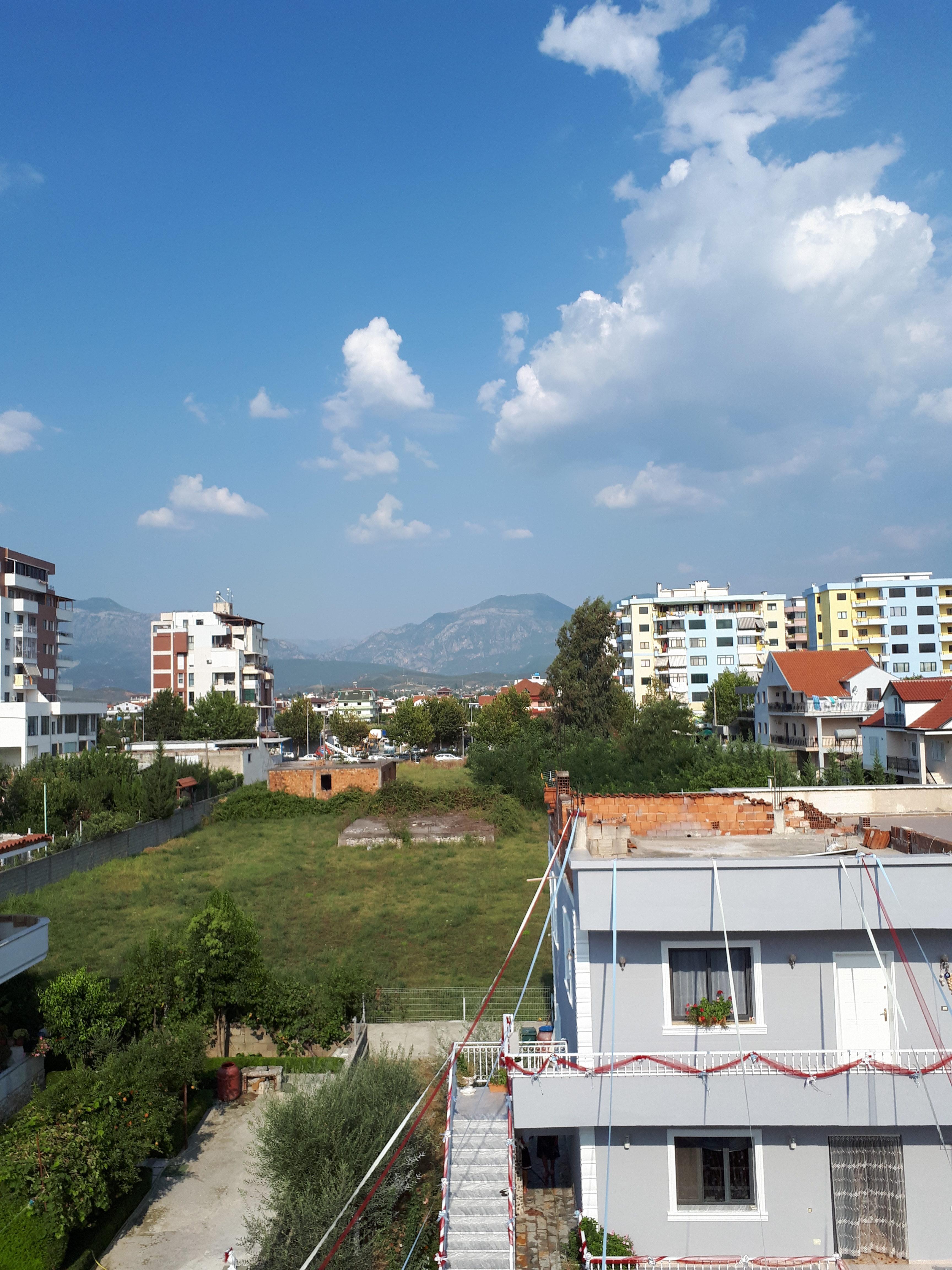 Ihana, sekava Albania