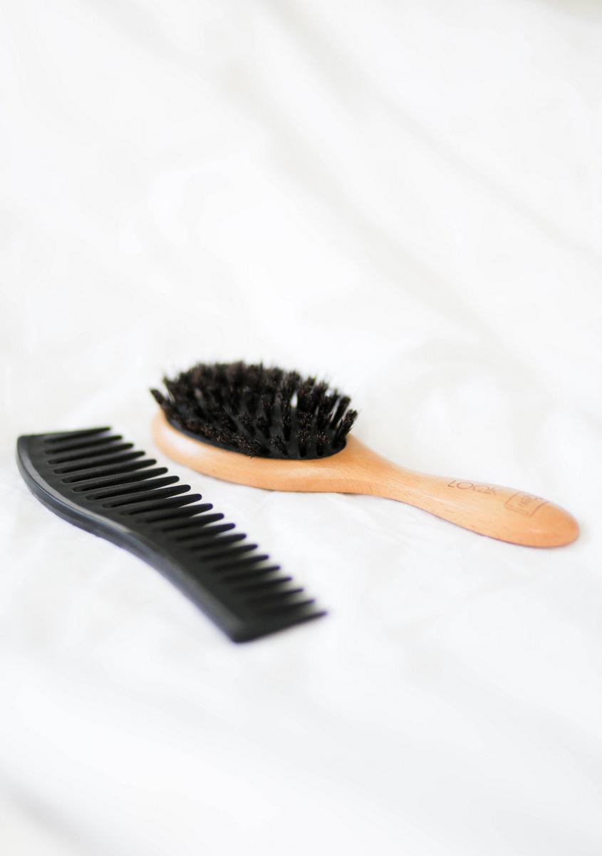 Luonnonharja hellävaraiseen hiusten harjaamiseen