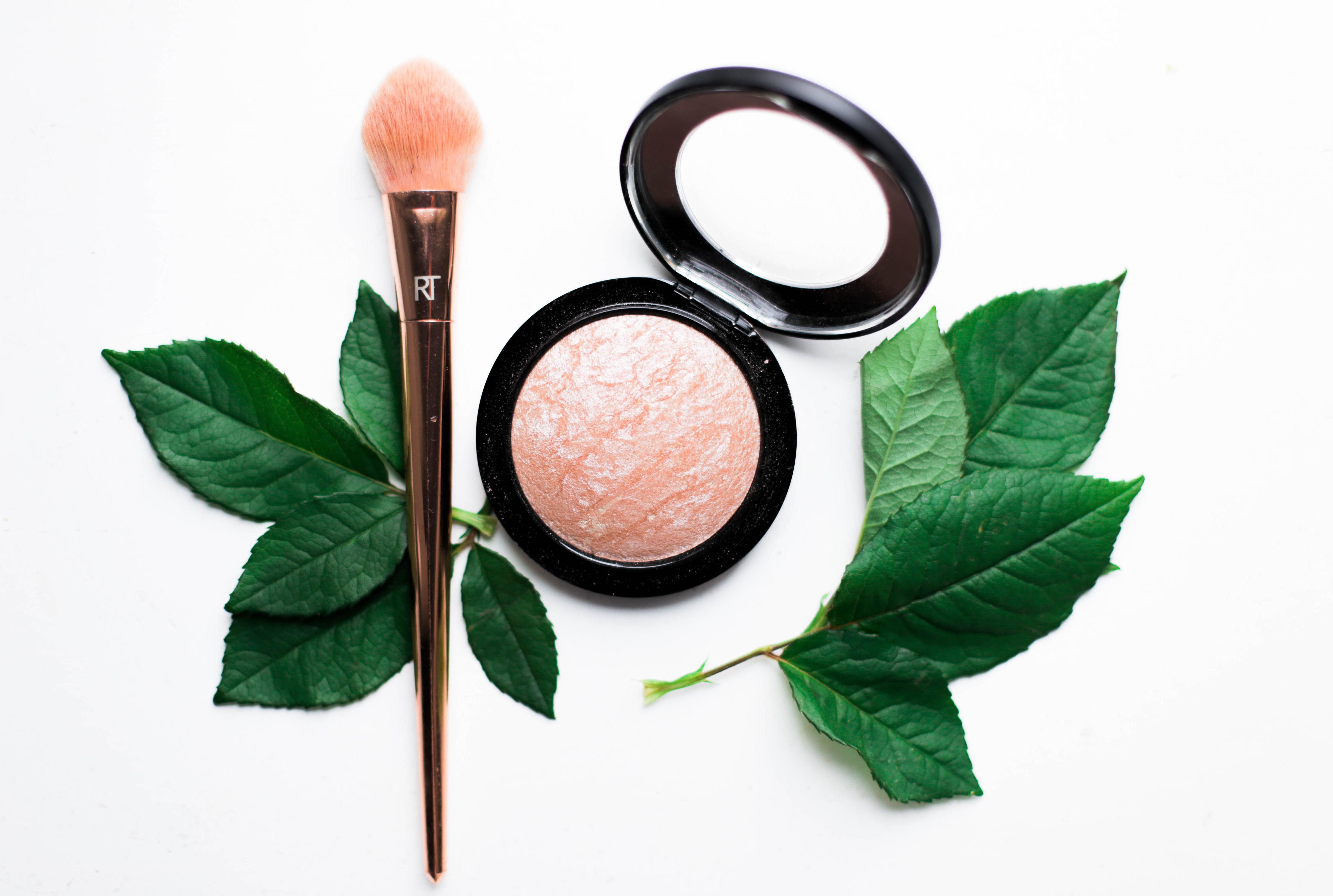 Uutta meikkipussissa: täydellinen korostuspuuteri