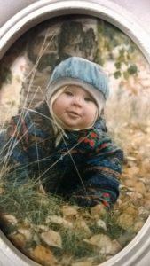Lapsuuteni  – näkymätön lapsi ja hänen täyttymättömät tarpeensa vanhemmilta-