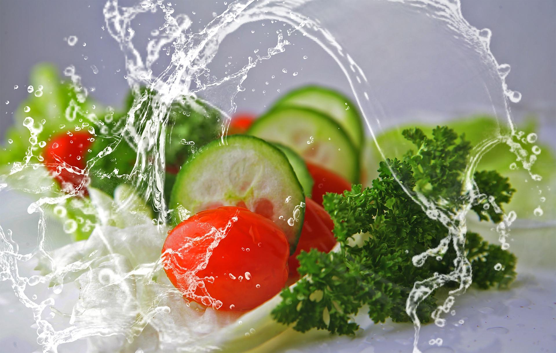 Salaatti maistuu hyvältä