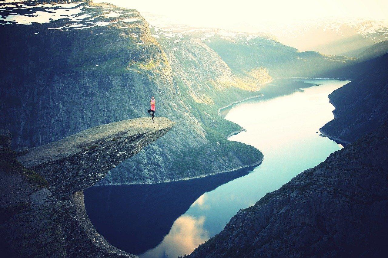 """"""" Tartu rohkeasti vaikeaankin tehtävään, niin huomaat voimiesi kasvavan. """" Jean Sibelius"""