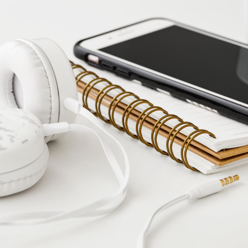 9 kiinnostavinta kotimaista podcastia