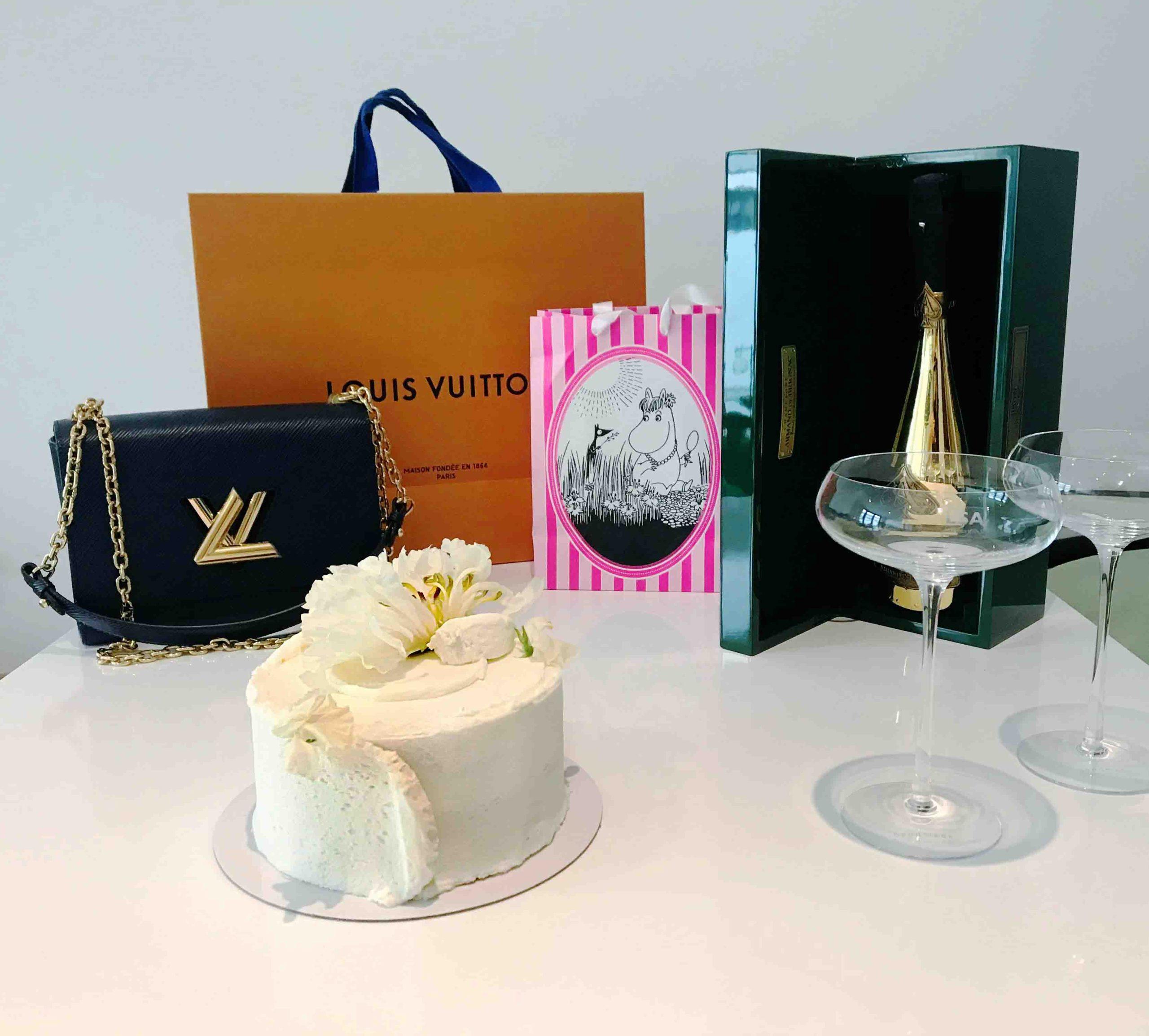 Rosana Eats Violet Cakes London