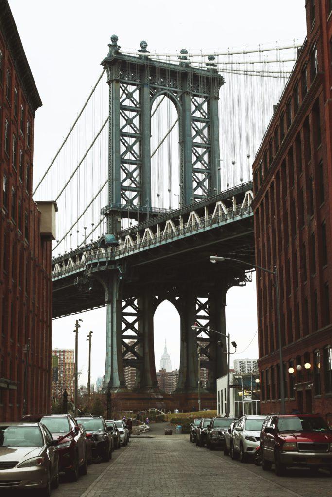 Kuvassa Brooklyn Bridge.