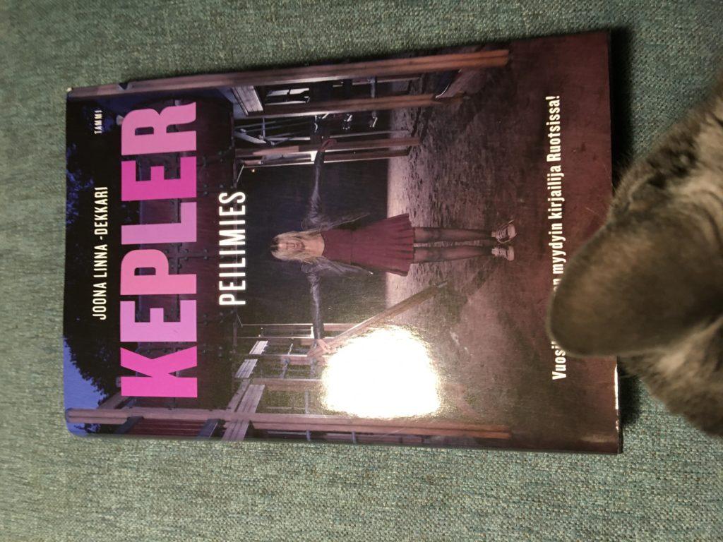 Lars Keplerin Peilimies -dekkari.